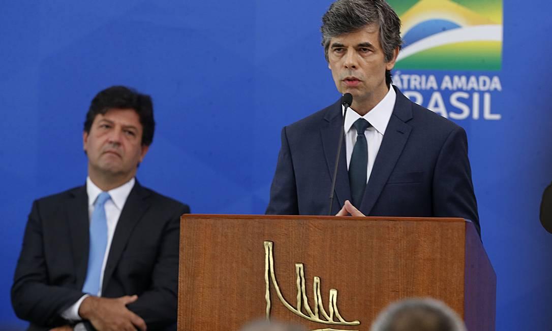 O novo ministro da Saúde, Nelson Teich, toma posse no cargo em cerimônia no Palácio do Planalto 17/04/2020 Foto: Jorge William / Agência O Globo