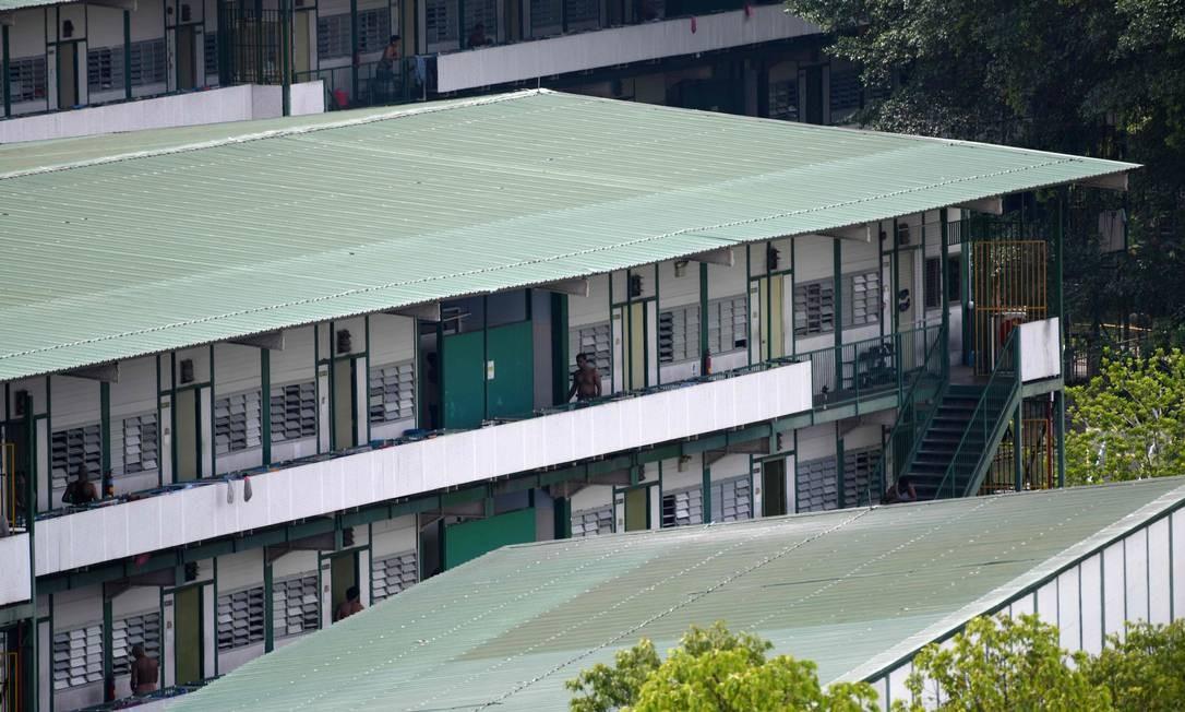 Dormitórios usados por trabalhadores estrangeiros em Cingapura Foto: ROSLAN RAHMAN / AFP