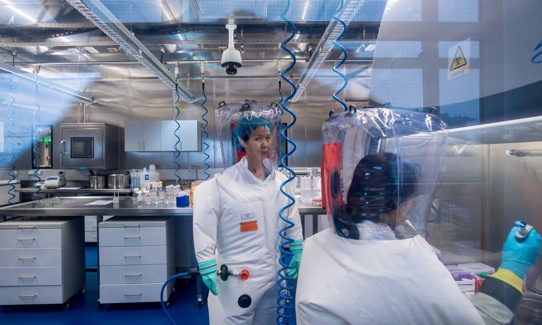 Foto mostra o interior do laboratório do Instituto de Virologia de Wuhan, em fevereiro de 2017 Foto: JOHANNES EISELE / AFP