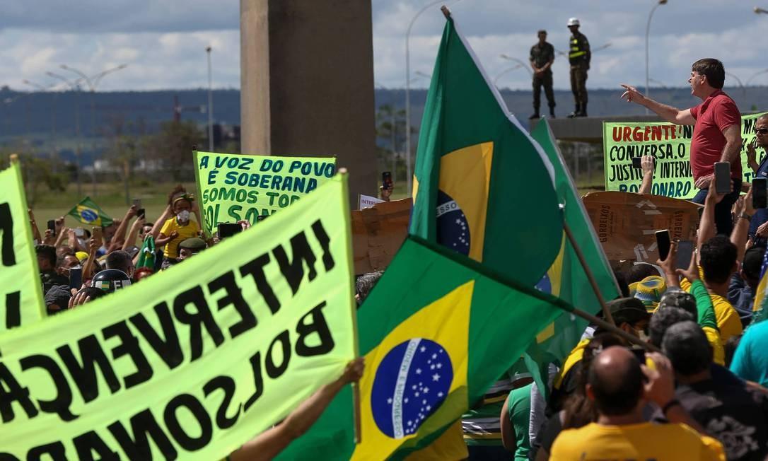 O presidente Jair Bolsonaro discursa para apoiadores em Brasília Foto: Pedro Ladeira/Folhapress / Agência O Globo