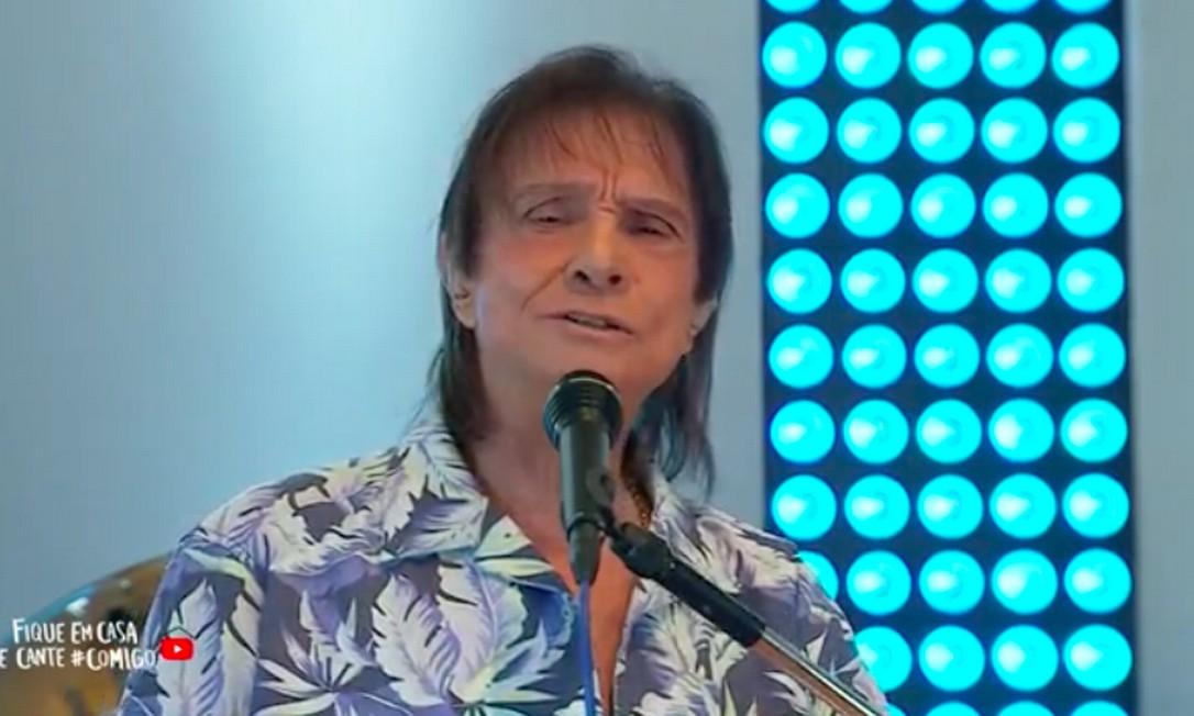 Roberto Carlos, na live que fez na noite do dia 19 de abril, data de seu aniversário Foto: Reprodução da internet