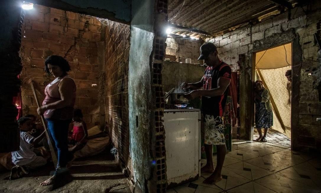 Família que vive em Parque Azul, Magé, no Estado do Rio de Janeiro Foto: Guito Moreto/Agência O Globo