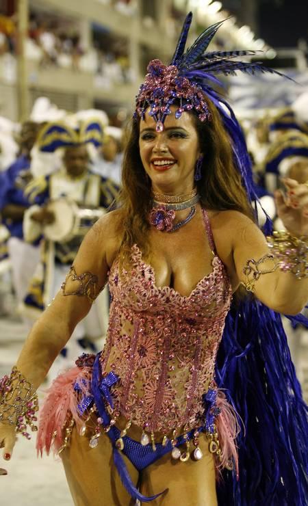 Luma de Oliveira no desfile de 2009 da Portela Foto: Fabio Rossi / Fabio Rossi/ O Globo
