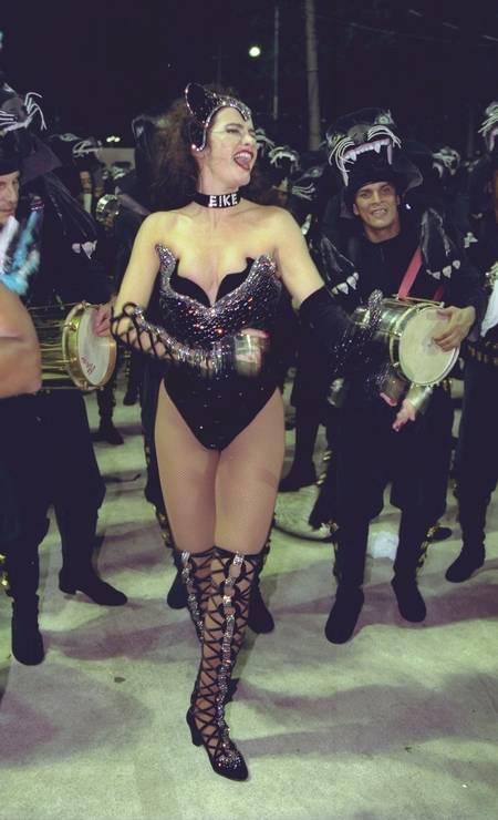 Em 1998, icônica fantasia no desfile da Tradição Foto: André Arruda/ O Globo