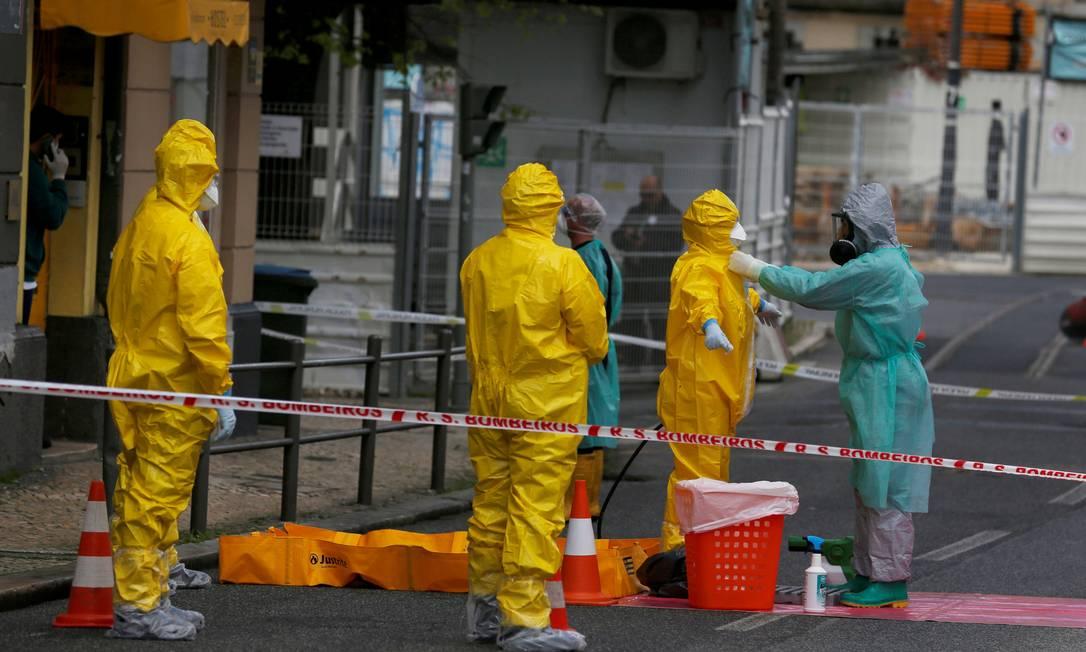 Médicos evacuaram infectados pelo novo coronavírus de um albergue em Lisboa Foto: Rafael Marchante / Reuters