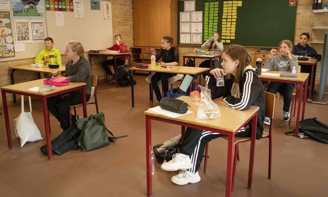 Escola na Dinamarca é reaberta com adaptações para evitar novos casos da Covid-19 Foto: BO AMSTRUP / AFP