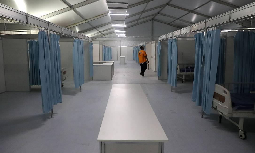 Hospital de Campanha sendo montado no Pavilhão 3 do Riocentro em Jacarepaguá Foto: FABIO MOTTA / Agência O Globo