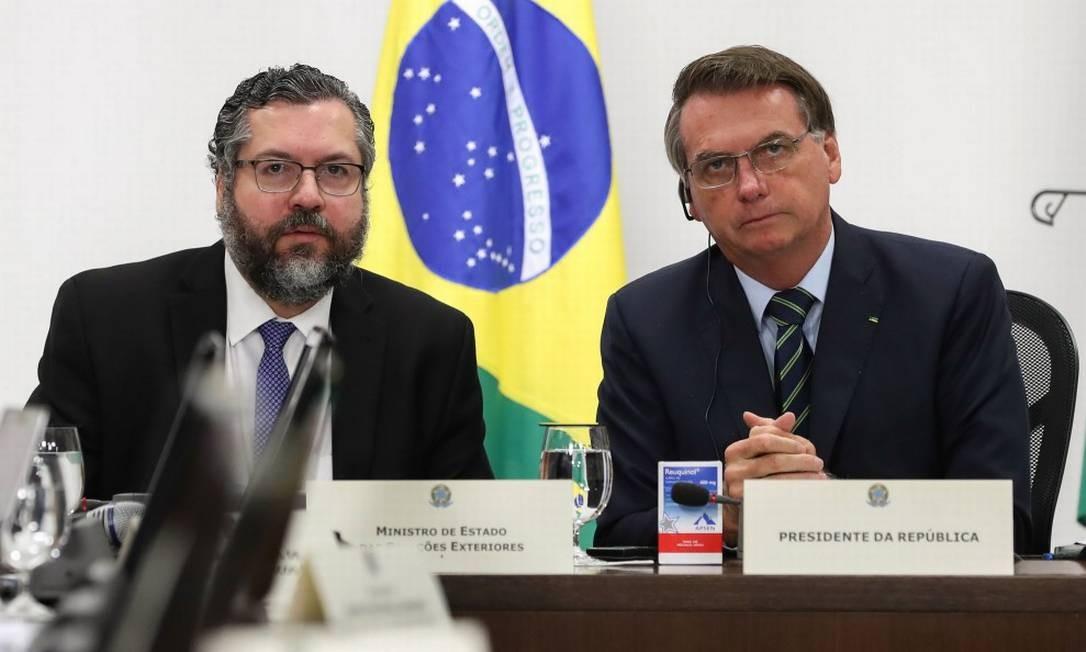 Ernesto Araújo, ao lado do presidente Jair Bolsonaro Foto: Marcos Corrêa / AFP / 20-03-2020