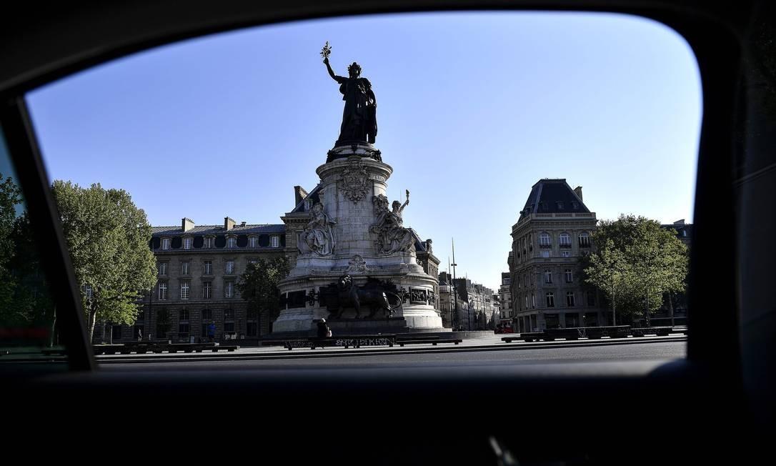 Estátua da República, no centro de Paris Foto: CHRISTOPHE ARCHAMBAULT / AFP