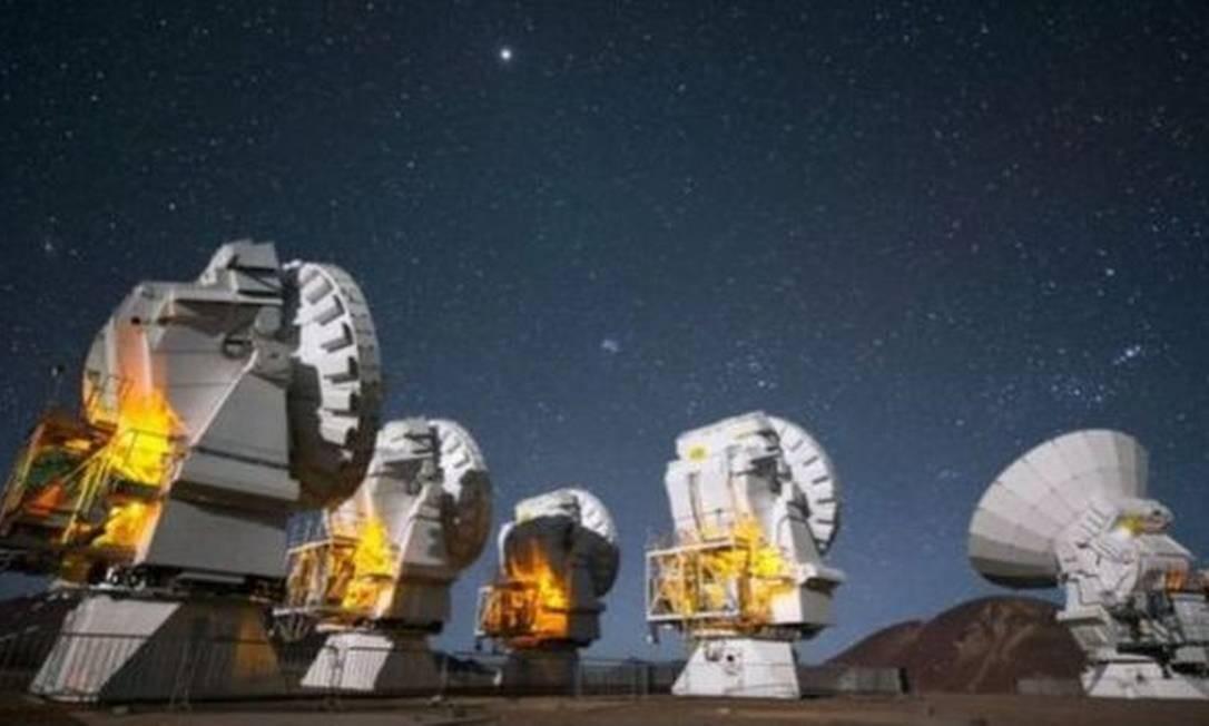 Algumas das observações foram feitas usando o Alma, um radiotelescópio que fica no deserto do Atacama, no Chile Foto: ESO / C MALIN