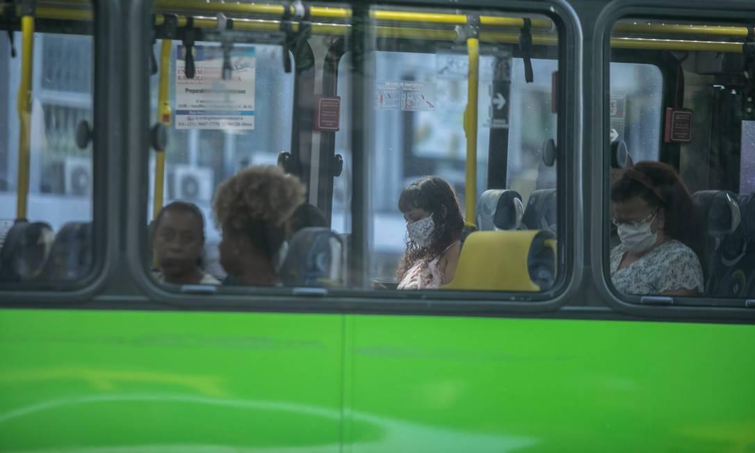 Uso da máscara é obrigatório na cidade do Rio Foto: BRENNO CARVALHO / Agência O Globo