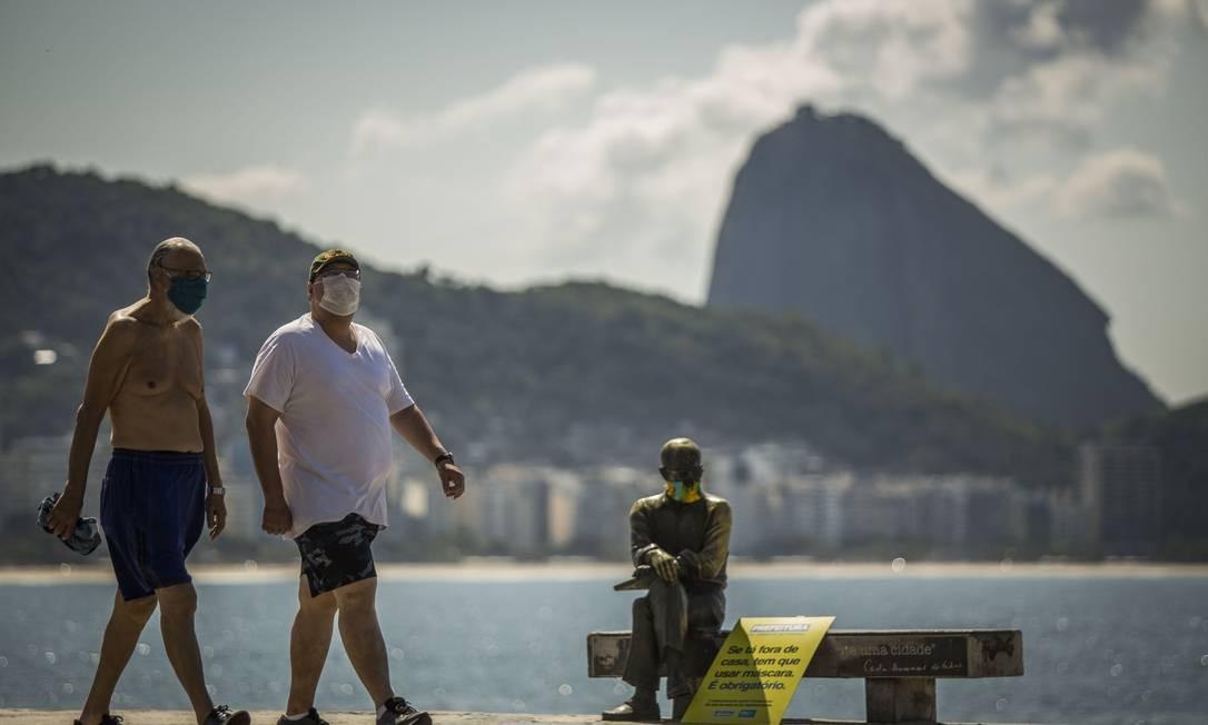 Capital teve o primeiro dia de máscaras obrigatórias nas ruas Foto: Guito Moreto / Agência O Globo