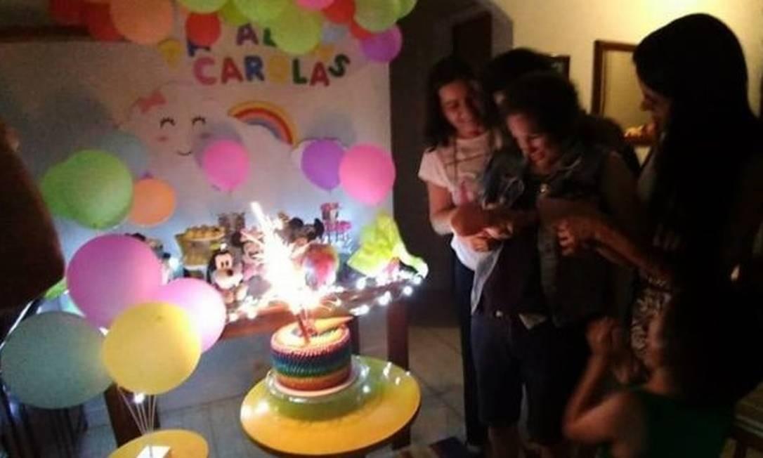 Última festa de aniversário de Carola, em fevereiro, teve o arco-íris como tema Foto: Reprodução