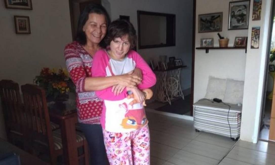 Nas redes sociais, Graça relatava a rotina com Carola e se tornou apoio para muitas famílias de pessoas com autismo severo Foto: Reprodução