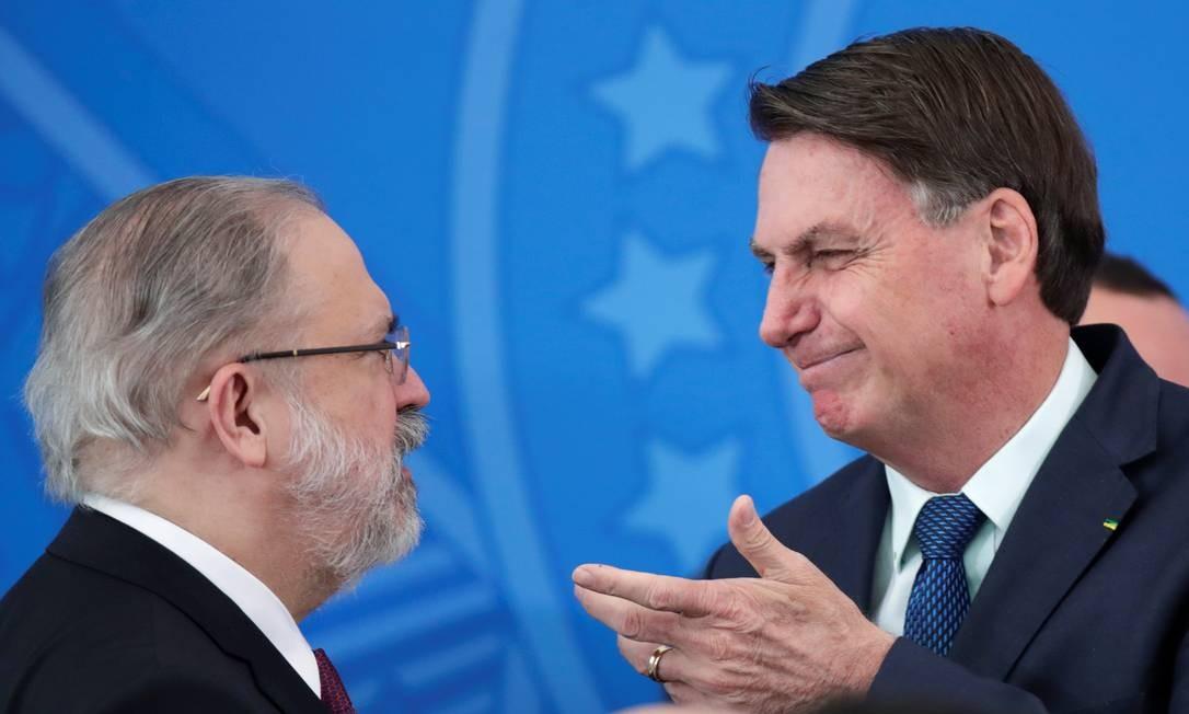 O procurador-geral da República, Augusto Aras, e o presidente Jair Bolsonaro Foto: Ueslei Marcelino / Reuters