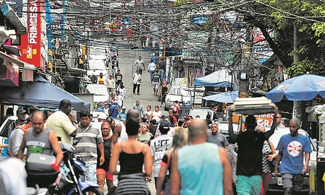 Aglomerações em ruas da Rocinha Foto: Agência O Globo / Fabiano Rocha
