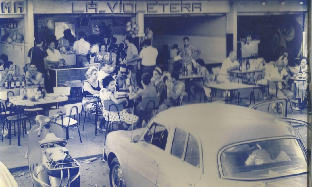 La Violetera: Inaugurado em 1965, enfrenta hoje o Coronavírus com delivery e boa clientela Foto: Divulgação
