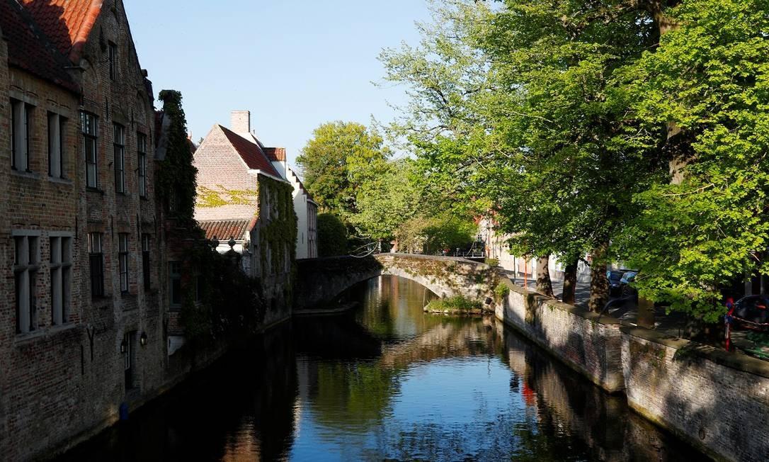 Um dos canais de Bruges, sem o movimento de outros tempos Foto: Francois Lenoir / Reuters