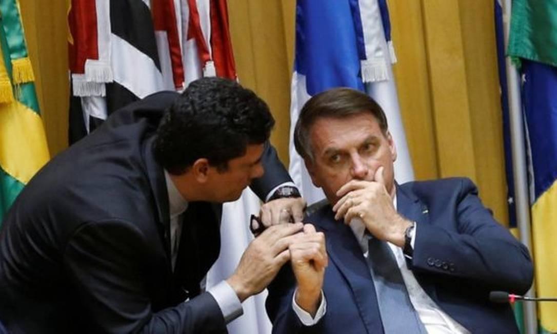 Sergio Moro e Jair Bolsonaro em foto de fevereiro; o agora ex-ministro da Justiça e Segurança Pública justificou saída do governo por descumprimento de promessa do presidente de que teria carta branca para fazer indicações-chave Foto: REUTERS/ADRIANO MACHADO