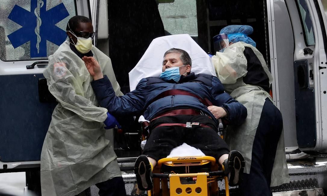 Pacientes com covid-19 e idade abaixo da do grupo de risco têm sofrido AVCs Foto: MIKE SEGAR / REUTERS