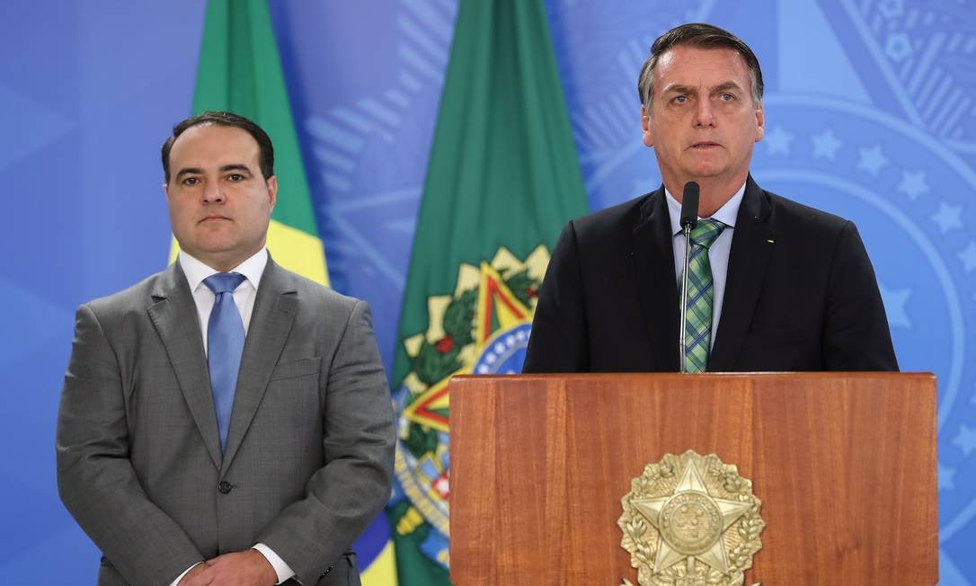 Sob pressão, Bolsonaro adia escolha do novo ministro da Justiça ...