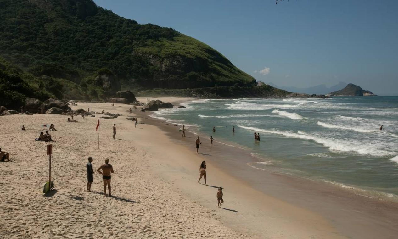 A Prainha também registrou movimento intenso de pessoas Foto: BRENNO CARVALHO / Agência O Globo