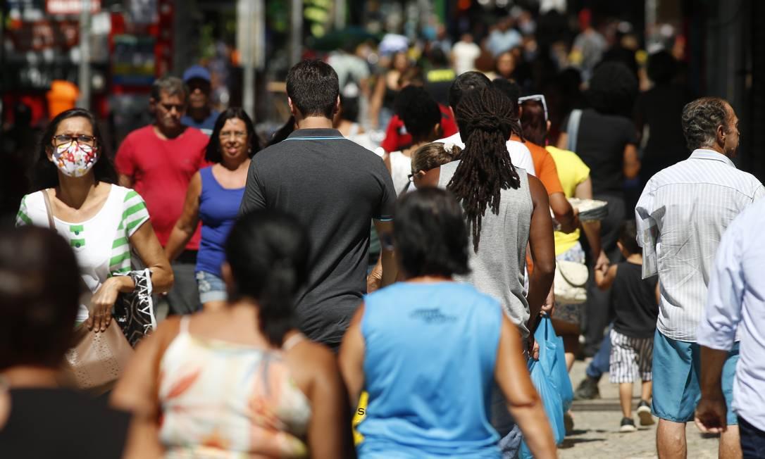 Aglomeração no calçadão de Campo Grande em 14 de abril Foto: Fabiano Rocha / Fabiano Rocha