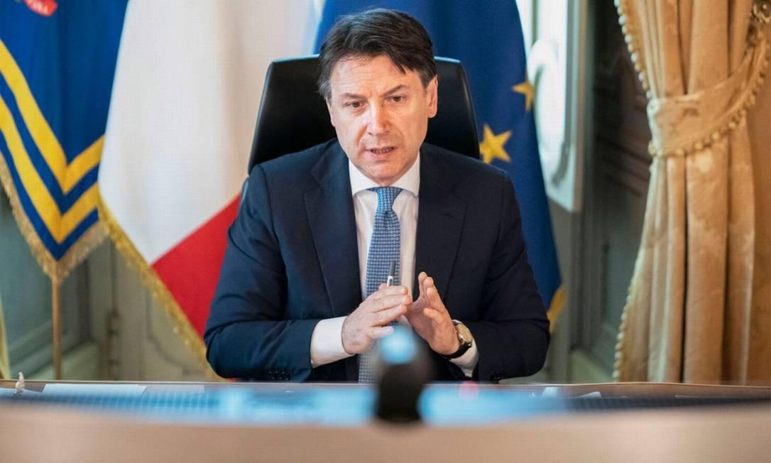 Premier italiano Giuseppe Conte durante reunião por vídeo com líderes da União Europeia Foto: HANDOUT / AFP / 23-04-2020