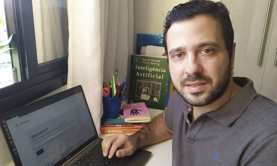 O professor Leandro Alvim é um dos criadores da ferramenta, que pode ser acessada do computador ou do celular Foto: Arquivo Pessoal / Divulgação