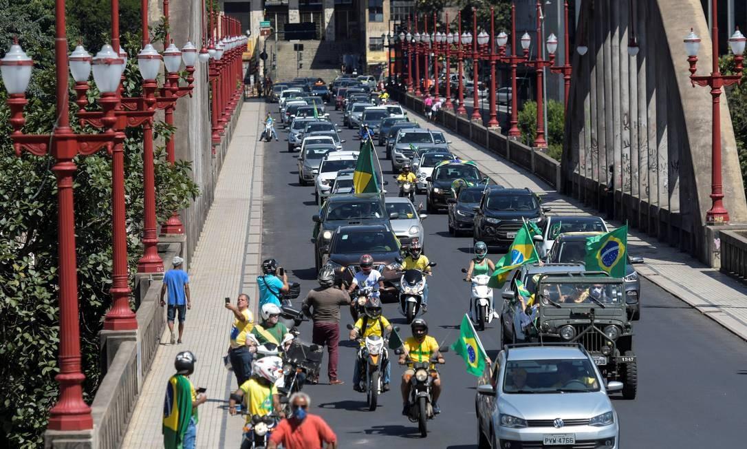 Carreata contra medidas de isolamento percorreu Belo Horizonte no último dia 21: Minas é um dos estados com menor adesão à quarentena, segundo relatório da Google Foto: WASHINGTON ALVES / REUTERS