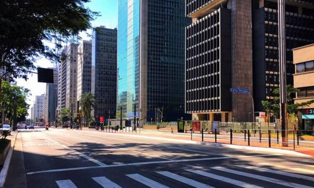 Avenida Paulista, um dos principais polos econômicos de São Paulo, vazia durante quarentena; economistas discutem como recuperar a economia quando o pico da pandemia passar Foto: ROBERTO PARIZOTTI/FOTOSPUBLICAS
