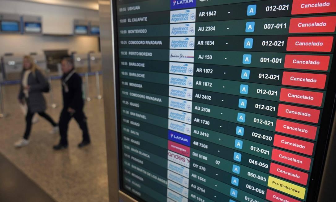 Argentina cancelou voos comerciais até 1º de setembro por causa da pandemia do novo coronavírus Foto: JUAN MABROMATA / AFP
