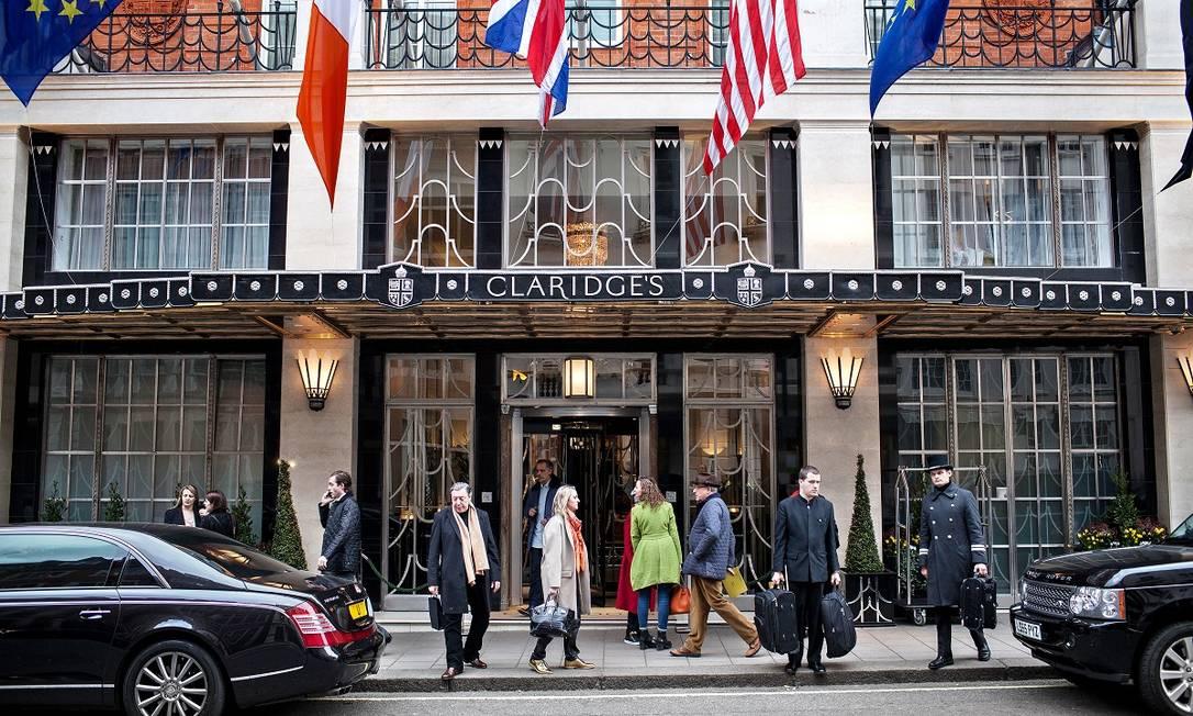 Fachada do Claridge's, hotel de luxo em Londres que abriu parte de seus quartos para profissionais de saúde Foto: Tom Jamieson / The New York Times