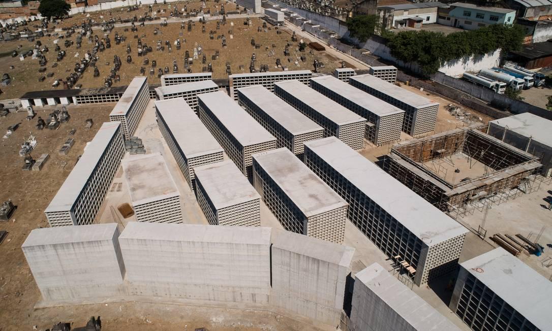 Obras para aumentar 8.500 gavetas no cemitério de Inhaúma foram aceleradas por conta da pandemia do novo coronavírus Foto: Brenno Carvalho / Agência O Globo