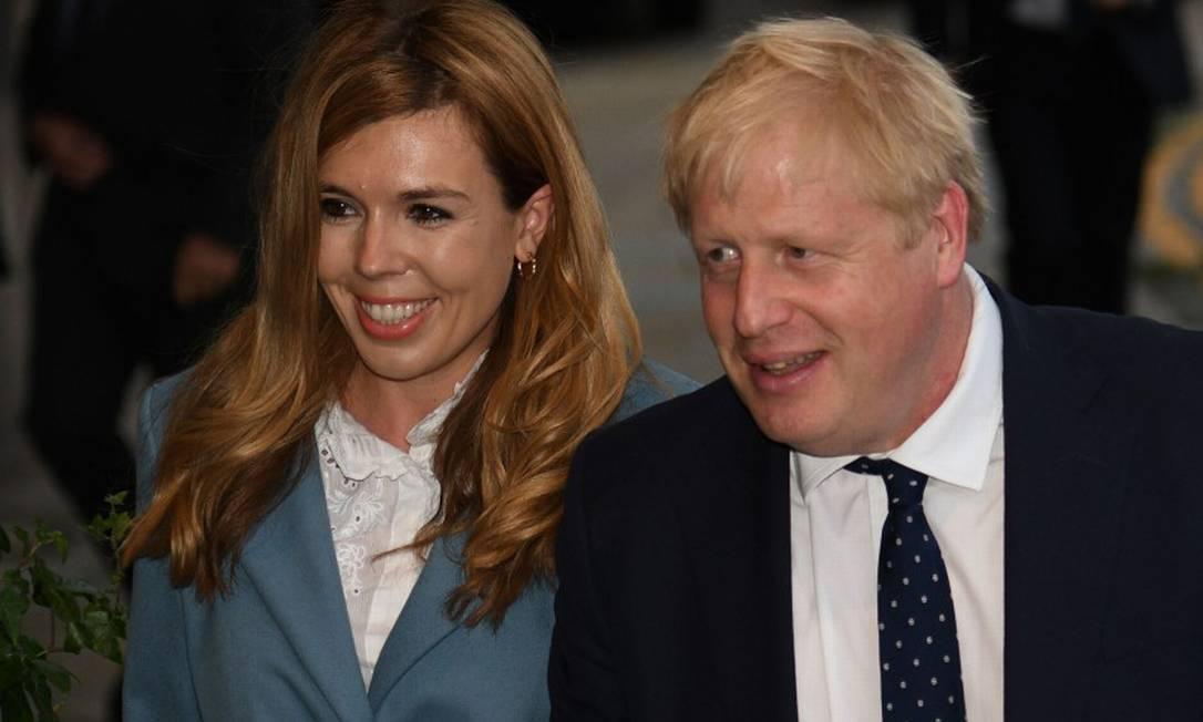 Boris Johnson e Carrie Symonds, sua noiva, durante evento do Partido Conservador Foto: OLI SCARFF / AFP / 28-09-2019