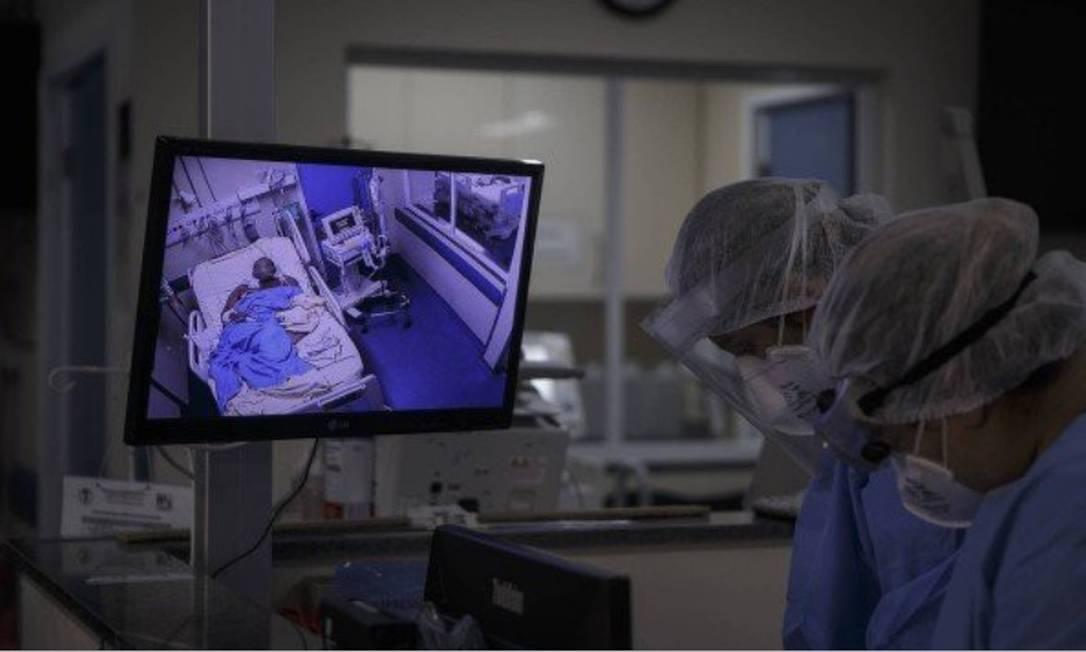 Médicos e enfermeiros, e também policiais militares, não devem ter seus salários congelados Foto: Alexandre Cassiano - Agência O globo