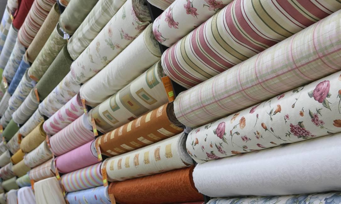 Lojas de tecidos e armarinhos podem reabrir; materiais são usados para fabricação de máscara Foto: Simone Marinho/5-2-2007 / Agência O Globo