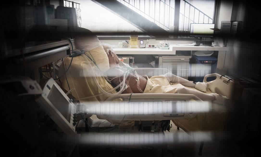 ANS diz que operadoras que não assinaram acordo para liberar recursos para combate à pandemia devem ter boa situação financeira Foto: JOEL SAGET / AFP