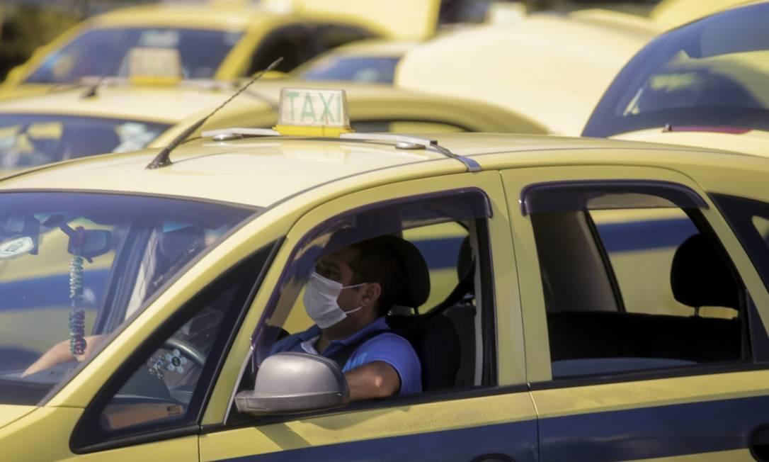 Vistorias de táxis e demais veículos de transporte de passageiros estão suspensas no Rio Foto: Gabriel de Paiva / Agência O Globo