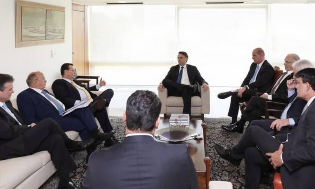 O presidente do PSD, Gilberto Kassab (esq.), com Bolsonaro e políticos do partido: sigla tem 36 deputados Foto: MARCOS CORRÊA / PR/ abril de 2019