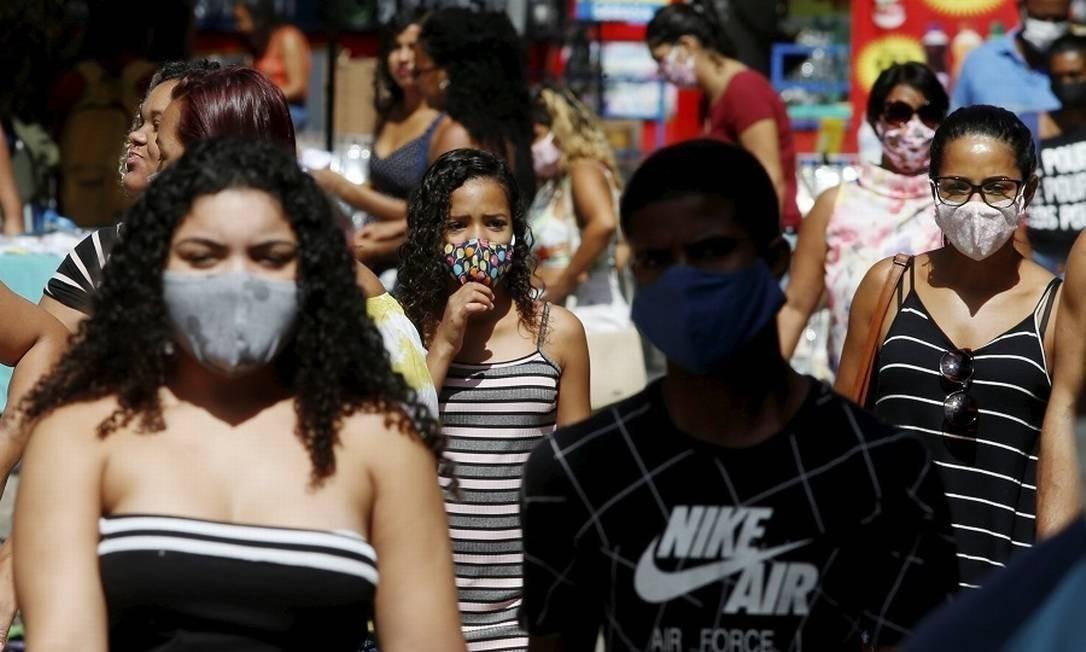Máscaras passam a se tornar obrigatórias em São Paulo a passageiros do transporte público Foto: Fabiano Rocha / Agência O Globo