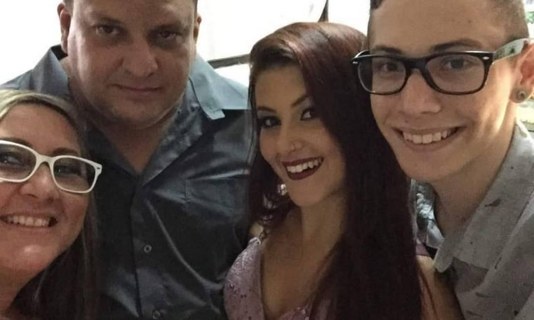 Marcelo ao lado dos dois filhos e a da mulher Foto: Arquivo pessoal