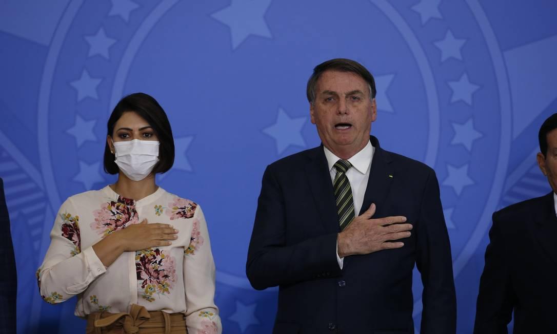 O presidente Jair Bolsonaro ao lado da primeira-dama Michelle Bolsonaro na posse do novo ministro da Justiça e do AGU Foto: Pablo Jacob/ Agência O GLOBO