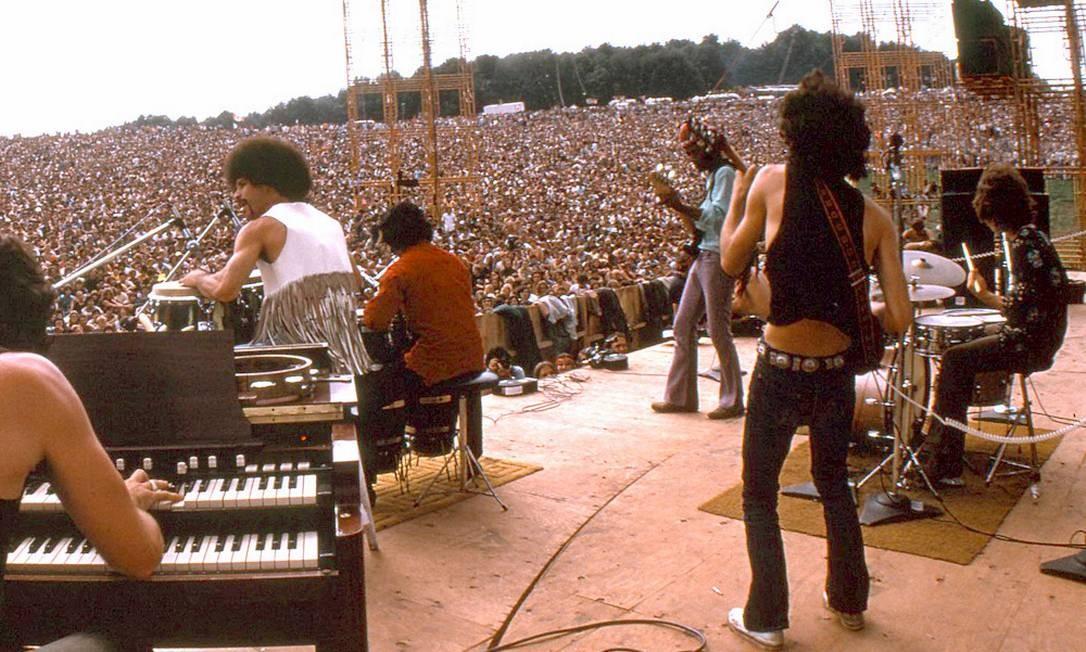 Apresentação de Carlos Santana no Festival de Woodstock: milhares de pessoas em extase Foto: Divulgação