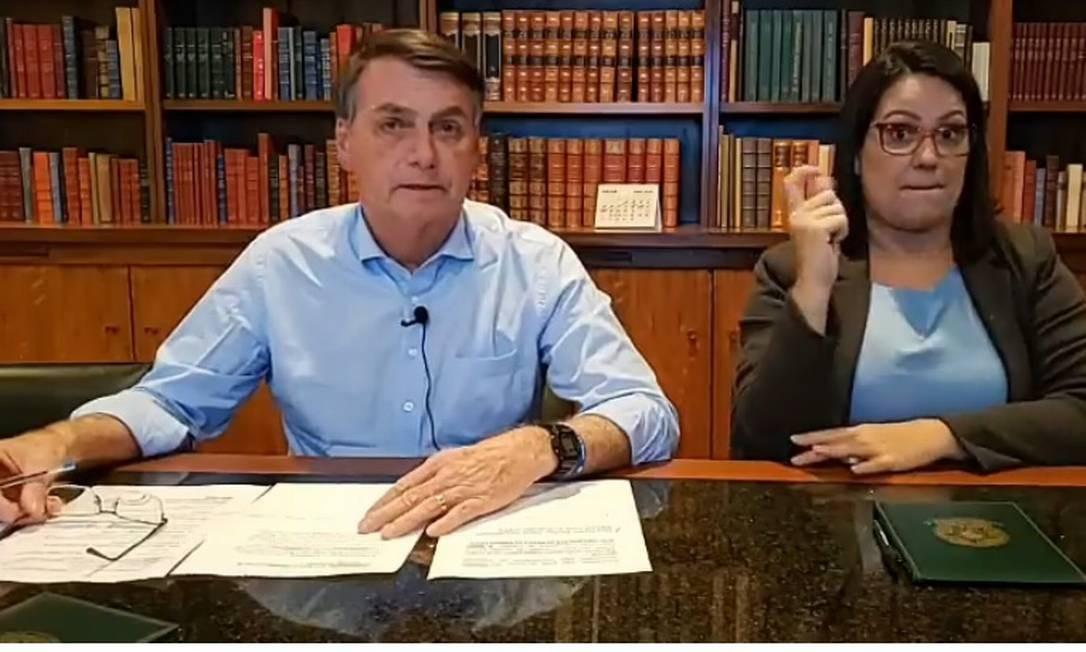Bolsonaro em sua live semanal Foto: Reprodução
