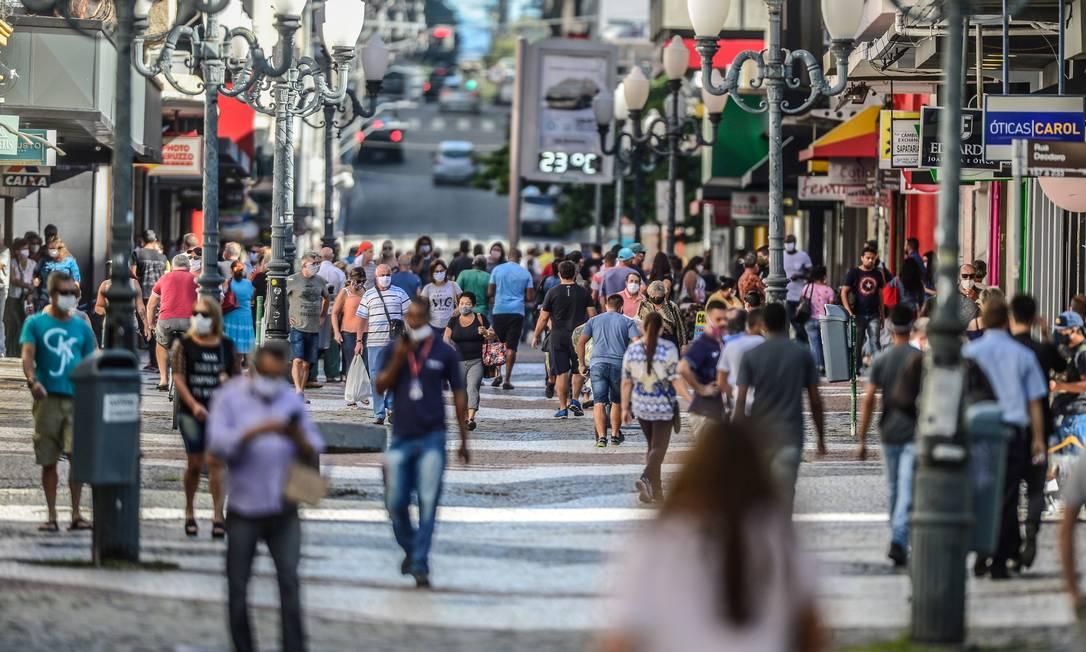 Em Florianópolis, um decreto que determinou a quarentena do comércio de rua foi revogado Foto: Eduardo Valente/FramePhoto/22-4-2020