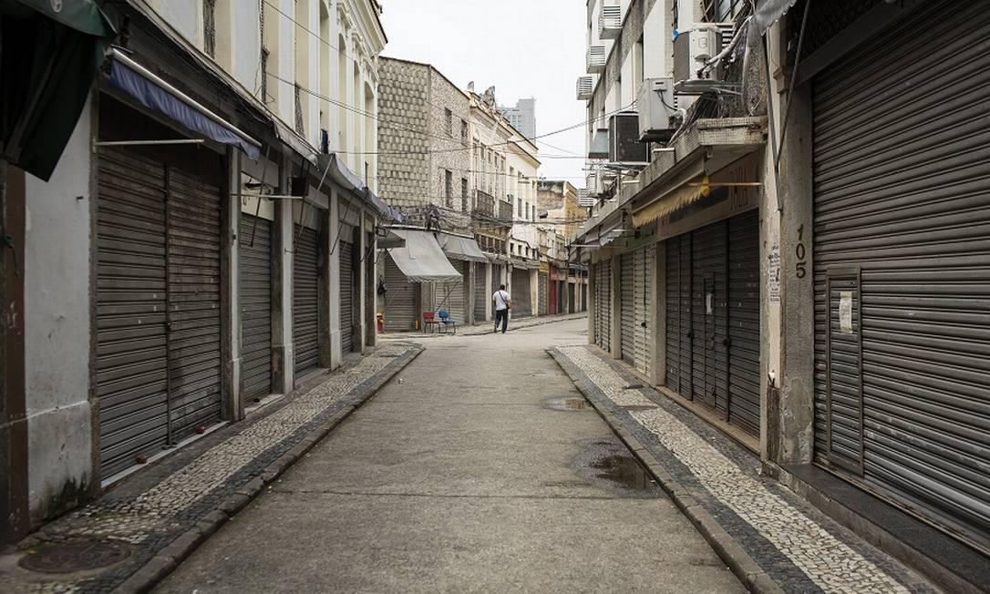 Comércio da Saara fechado, no Rio. Foto: Hermes de Paula / Agência O Globo