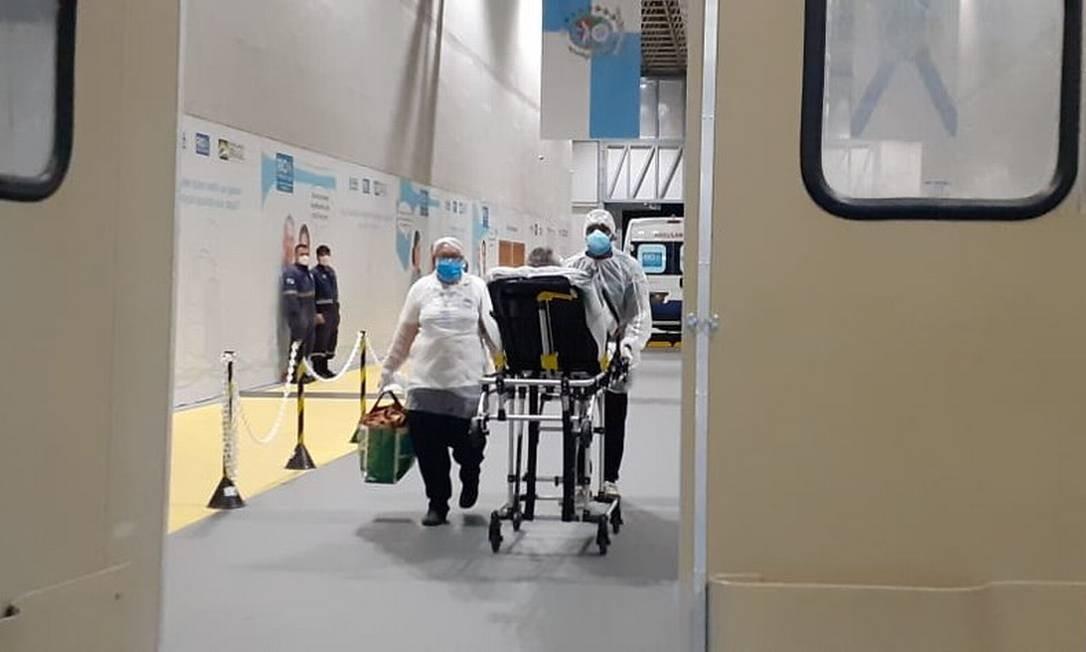 Pacientes chegando ao hospital de campanha do Riocentro Foto: Prefeitura do Rio