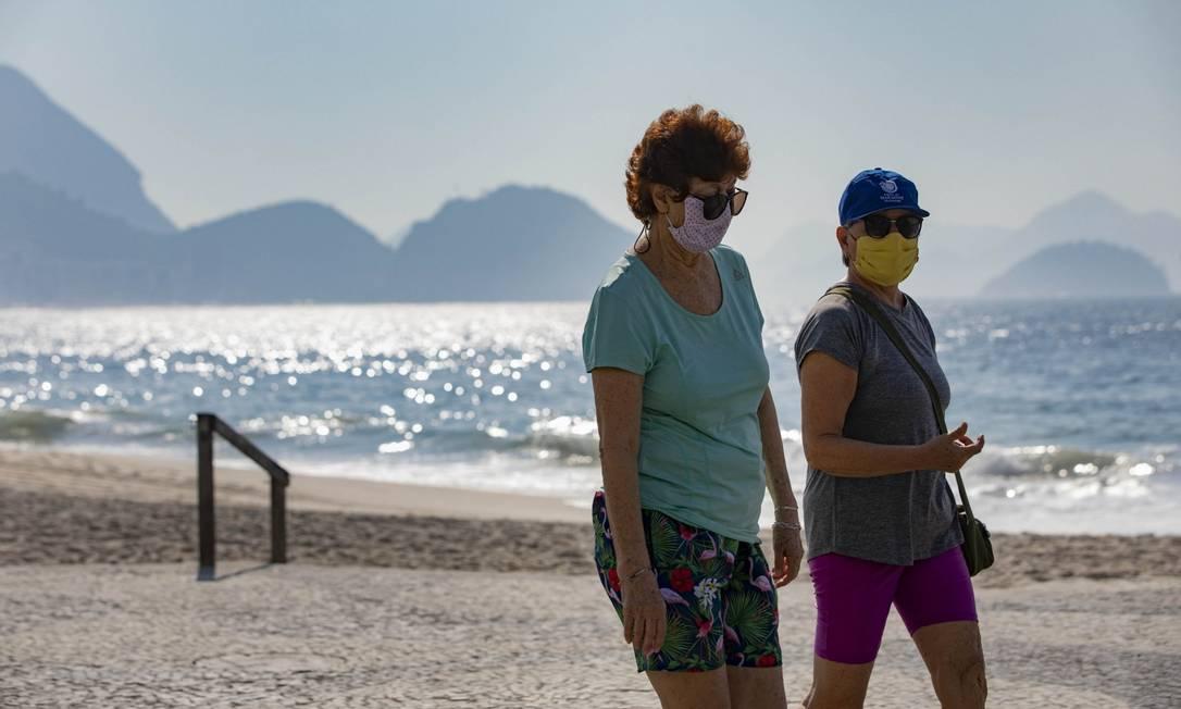 Apesar da escalada de casos,cariocas ainda saem as ruas Foto: Ana Branco / Agência O Globo