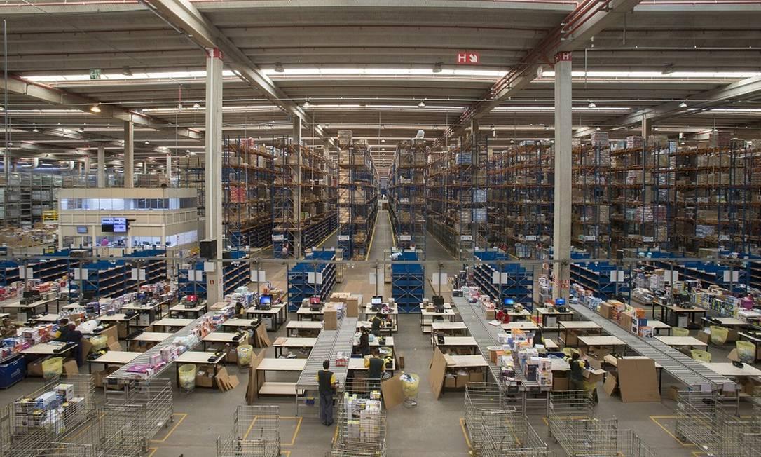 Centro de distribuição da Via Varejo na Grande São Paulo: maior dependência da web. Foto: Edilson Dantas / Agência O Globo